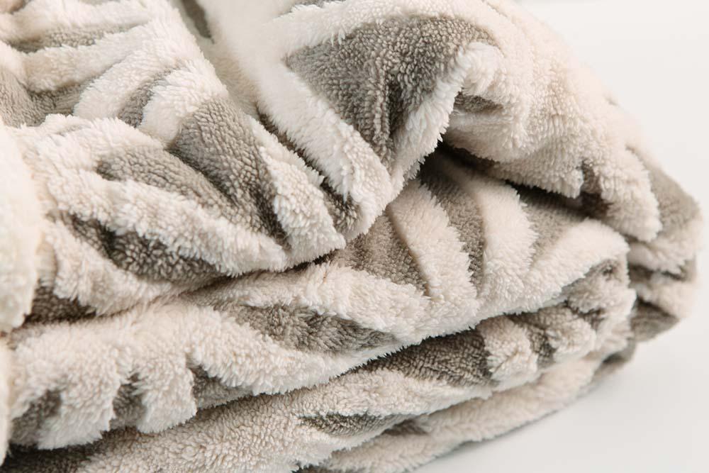 Jacquard-warm-microplush-blanket-3