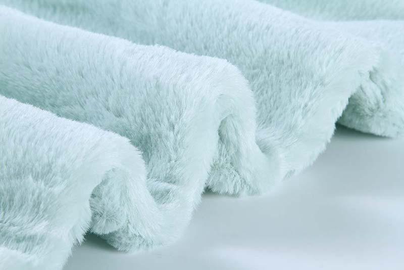 Luxury-plush-blanket-2